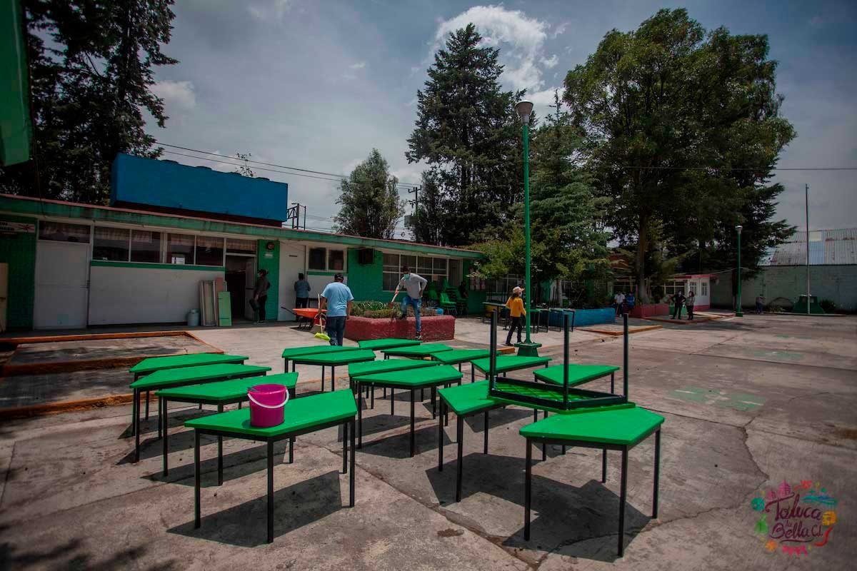 Padres de familia realizaron limpieza en las escuelas de Toluca