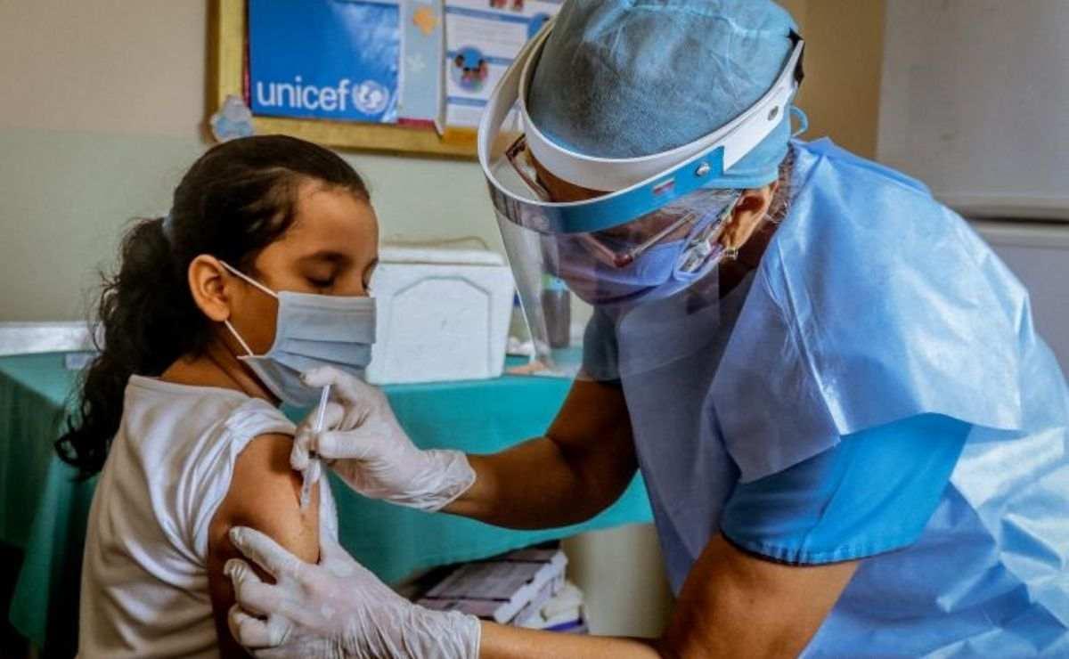 De acuerdo a una entrevista de Excelsior con Rodrigo Sini, director de Asuntos Médicos de Vacunas para América Latina en Pfizer, esta vacuna podría estar lista en diciembre de 2021.