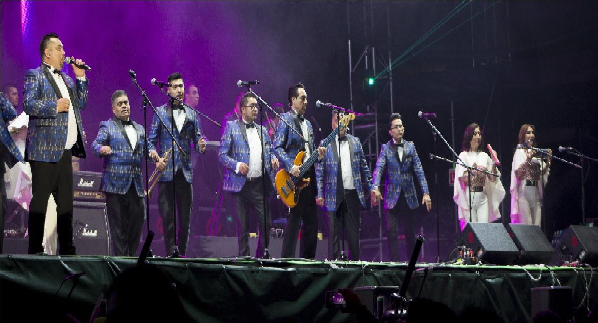 los Ángeles Azules han hecho un comunicado acerca de su canción 17 años,concierto musical