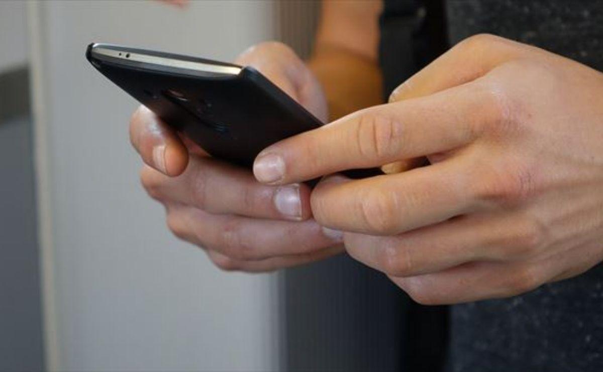 el delincuente es solicitar acceso a tu cuenta de WhatsApp para poder utilizarla desde su dispositivo.