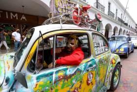 Realizan caravana en Toluca para celebrar el día mundial del vocho