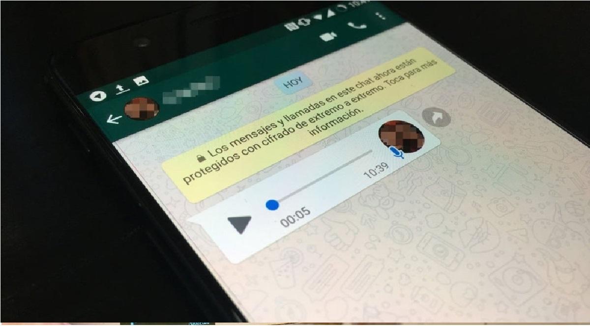 escucha audios sin abrir tu chan con este truco de whatsapp