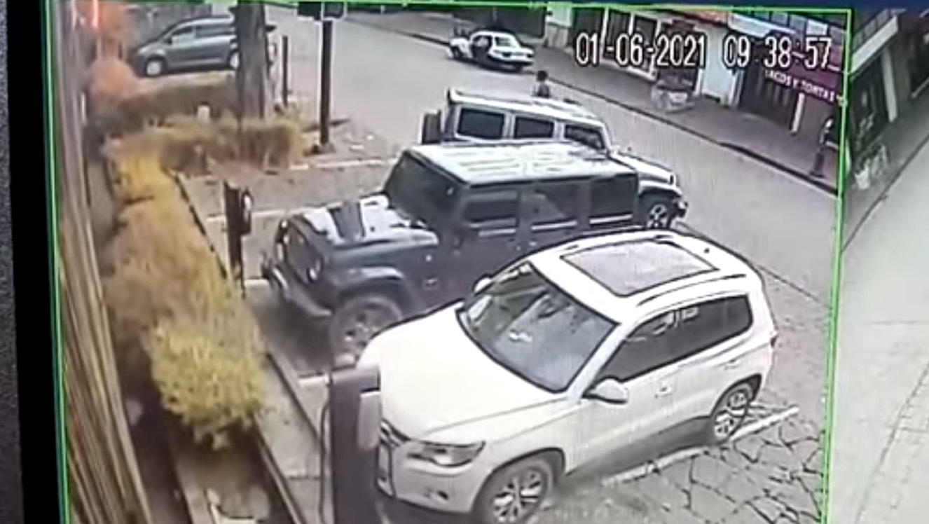 Valle de Bravo: camioneta es robada en plena luz del día