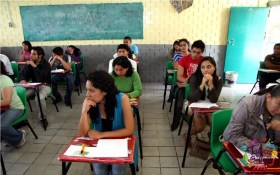 alumnos de secundaria toman clases de manera presencial en edomex