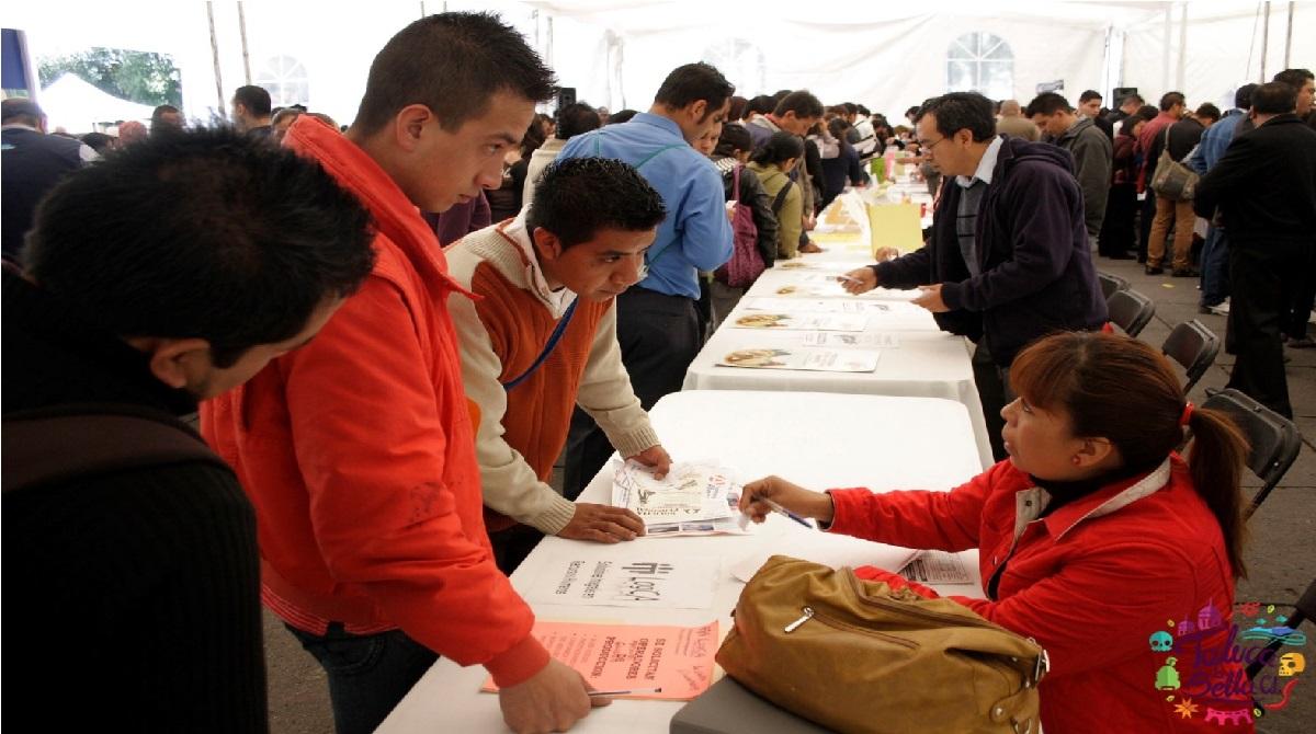 jovenes toluqueños inscribiendose al programa de empleo 2021