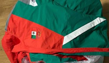 Uniforme de la Selección mexicana de softbol encontrado en la basura de los juegos olímpicos.