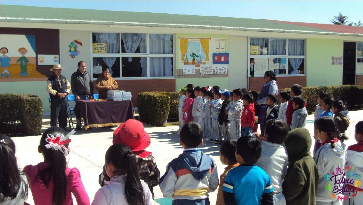 niños de preescolar en ceremonia