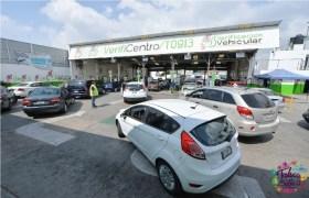 fila de autos esperando realizar su verificación vehicular en los verificentros del edomex