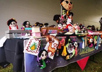 muñecas tipicas y artesanias en exposicion del festival de las luciérnagas 2021 en Amecameca