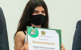 Estudiante desarrolla toalla femenina biodegradable.