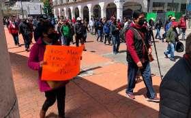 Trabajadores del ayuntamiento de Toluca piden que se les pague.
