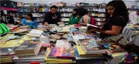 personas asi9stiendo a la Filem en Toluca