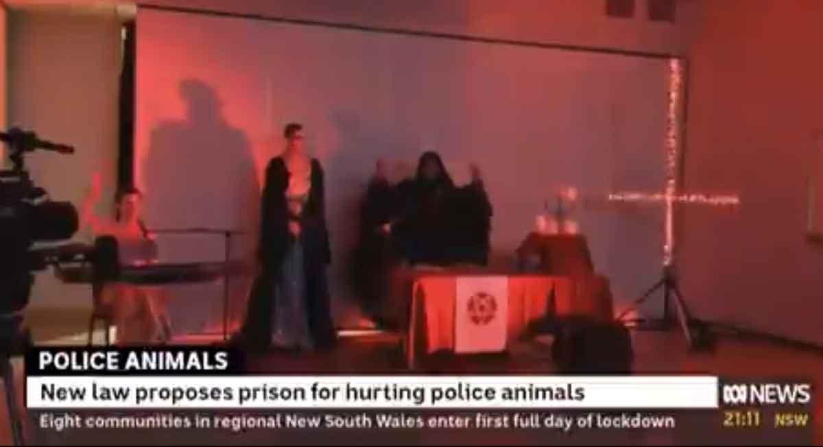Video viral del momento en que noticiero transmite por error misa satánica
