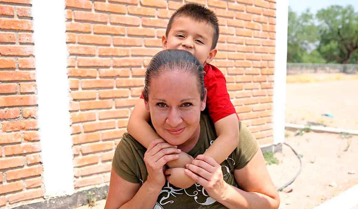 Apoyo a madres solteras; Secretaría del Bienestar ofrece mil 600 pesos. Aquí te decimos como obtenerlos