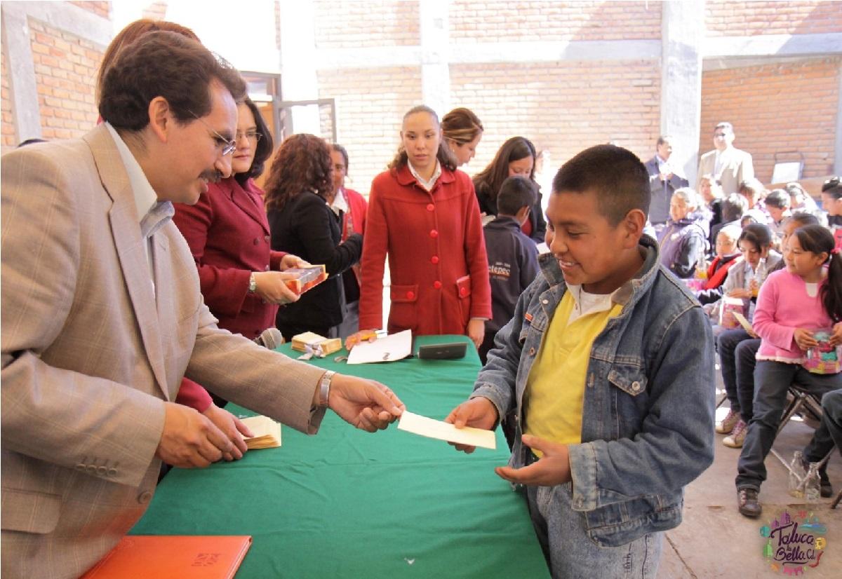 ¿Qué becas hay en el Estado de México para el ciclo escolar 2021-2022?