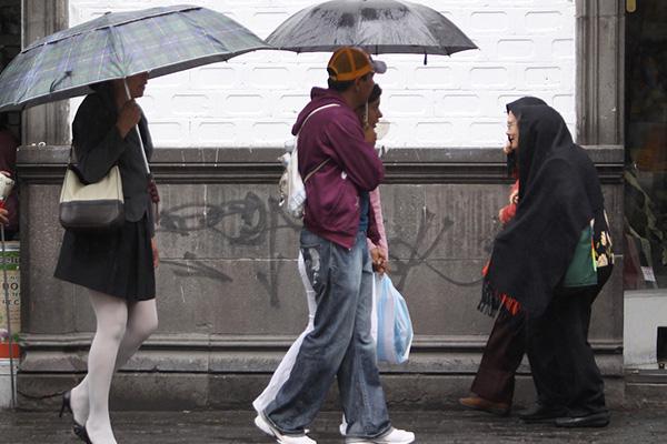 Clima en Toluca, lluvias fuertes con descargas eléctricas y posible caída de granizo