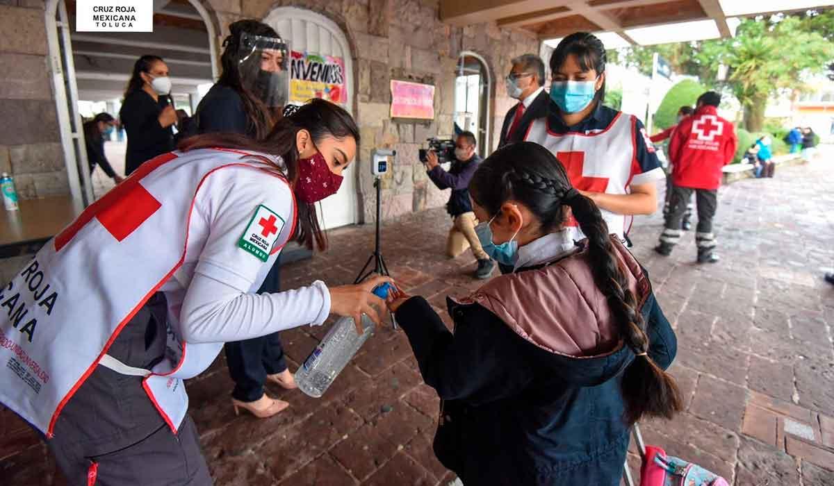 voluntarios de cruz roja toluca edomex en escuela de la colonia morelos instalan filtro de salud al ingreso