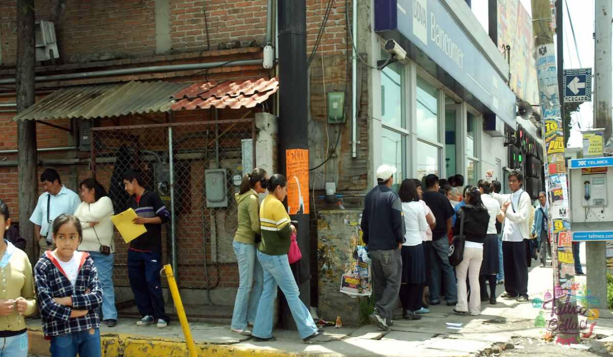 Cibercafés del EdoMéx presentaron largas filas para realizar trámites escolares
