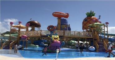 atracciones y toboganes del parque acuatico del hotel nickelodeon en la Riviera Maya