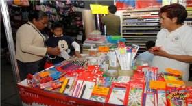 padres comienzan a revisar precios para surtir lista de utiles escolares de la sep