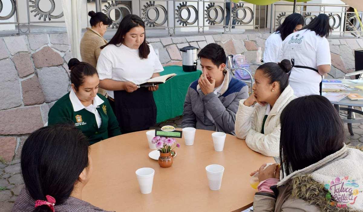 Alumnos universitarios de la máxima casa de estudios mexiquense