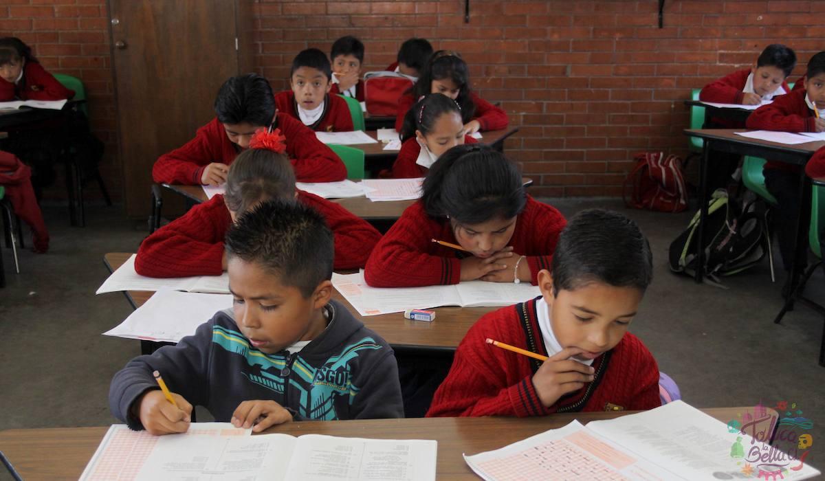 Alumnos en clase en el EdoMéx