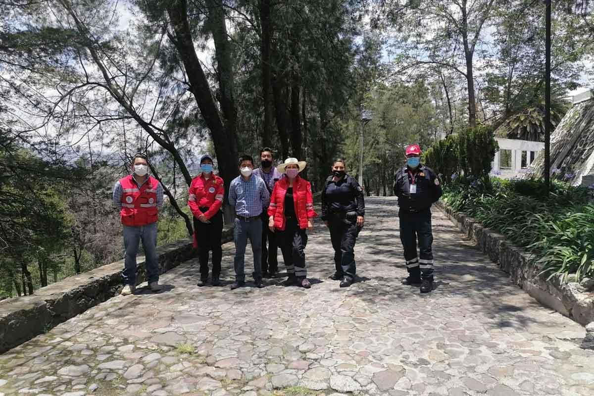 personal de protección civil y bomberos de toluca verificaron el estado de los cuerpos rocosos del parque matlatzincas el calvario en toluca