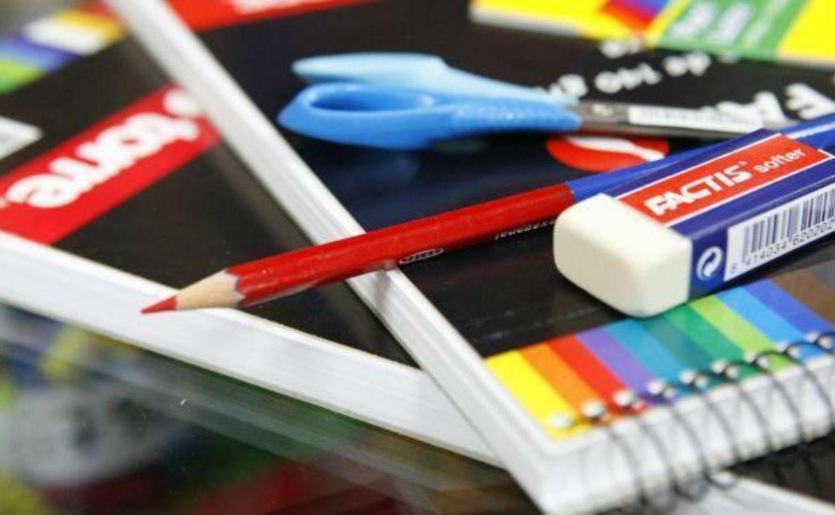 La entrega de útiles escolares gratuitos es un apoyo para el regreso a clases