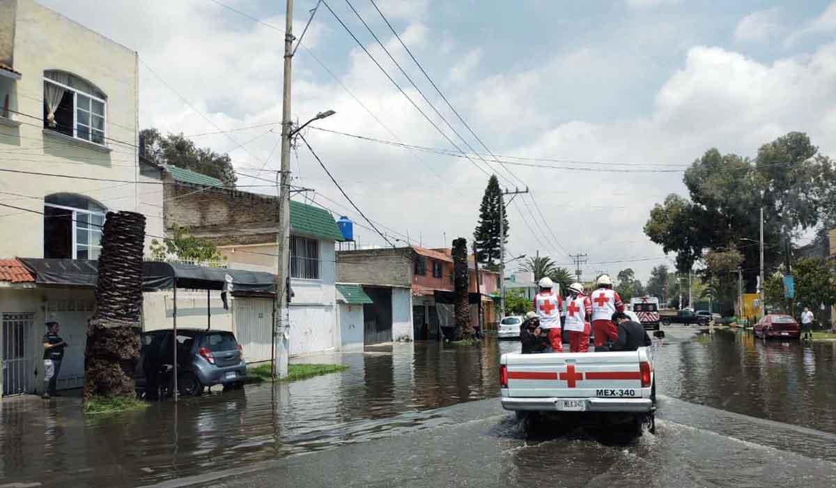 Cruz Roja Mexicana apoya a damnificados que dejo la inundación en Ecatepec edomex