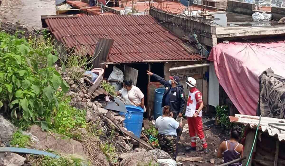 Cruz Roja Mexicana apoya a damnificados que dejo la inundacion en ecatepec edomex
