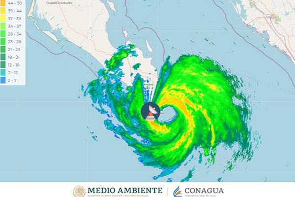 Huracán Olaf baja su intensidad a tormenta tropical