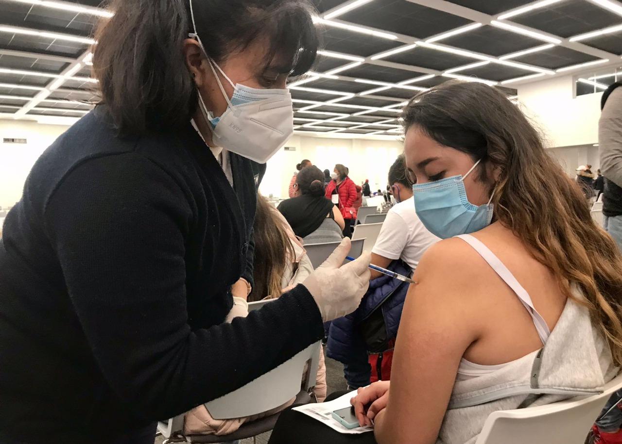 Vacunación exitosa de jóvenes de 18 a 29 años en Toluca
