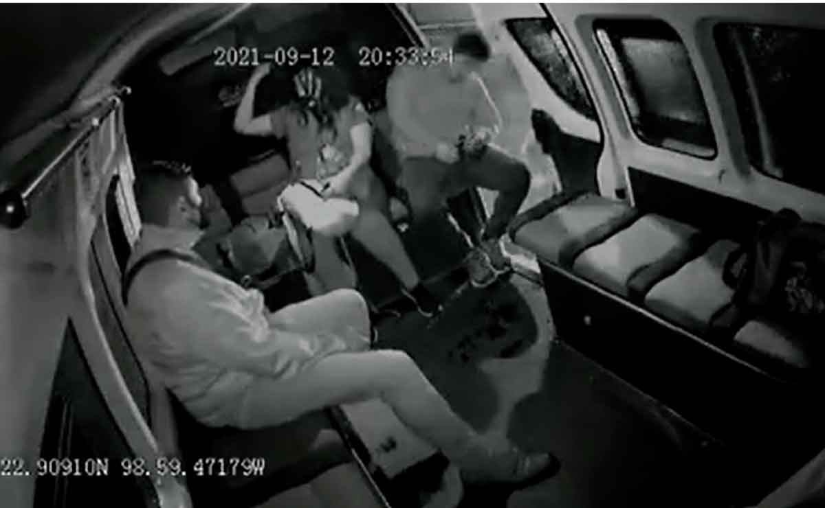 Video viral Edomex: Joven se cae de transporte público