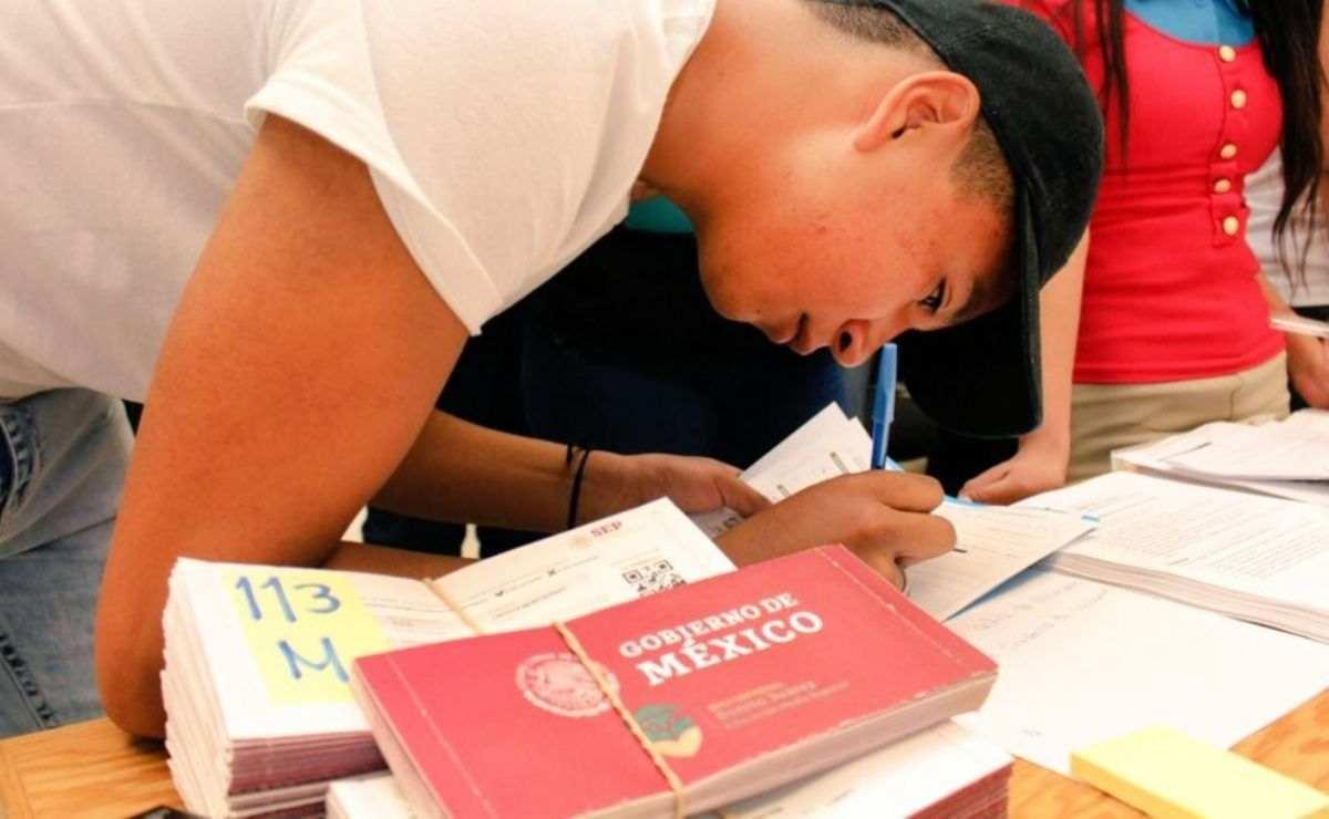 Alumnos recibirán adelanto de pago de las Becas Bienestar Benito Juárez