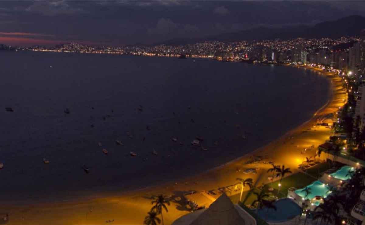 Emiten alerta de posible tsunami tras fuerte sismo en Guerrero