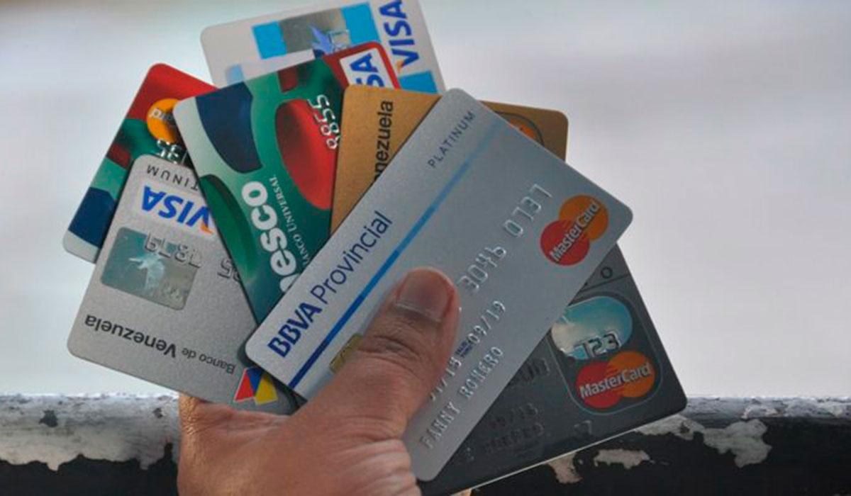 Si prestas tu tarjeta de Crédito, ¡El SAT te puede tener en la mira!