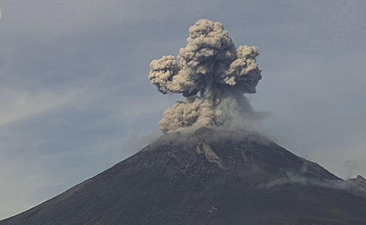 """El volcán """"Popocatépetl"""" registro actividad y explosiones"""