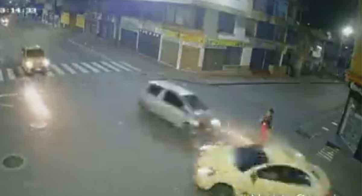 Video viral de la semana donde una mujer sobrevive de ser arrollada por dos autos