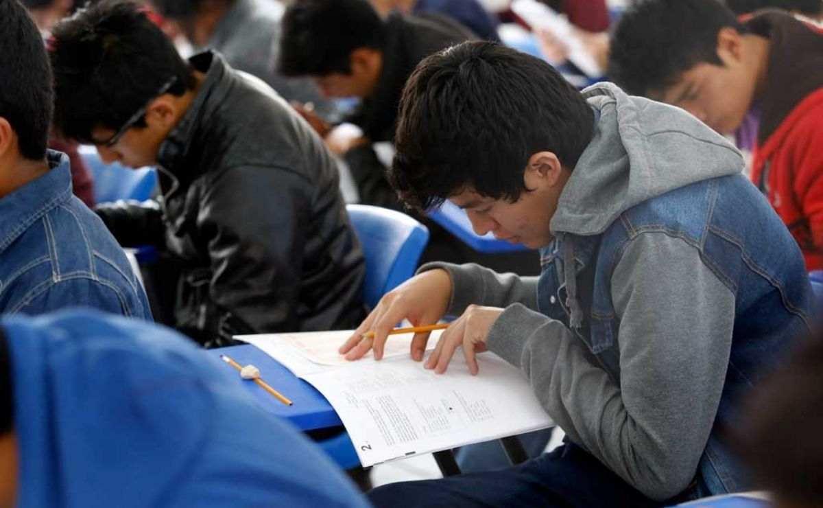 Se realiza registro en SUBES para las Becas Benito Juárez de educación media superior
