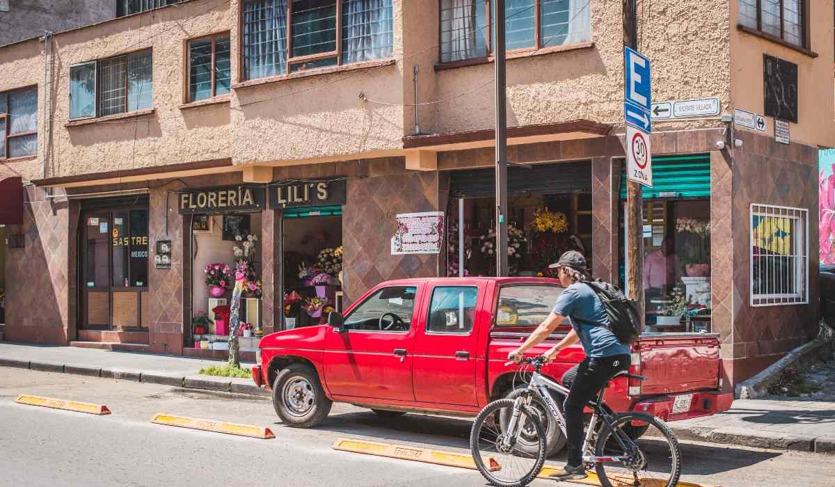 Noticias Toluca - Automovilistas  se adueñan de las ciclovías de la ciudad