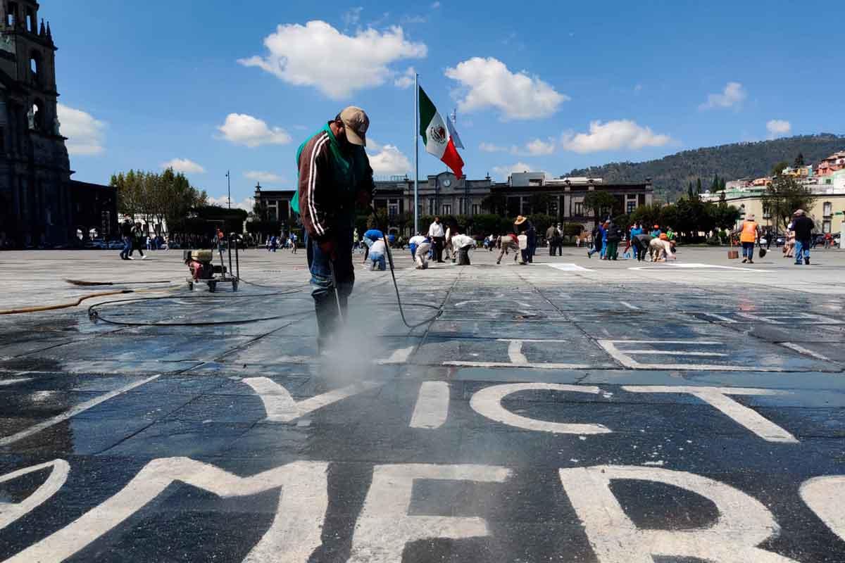 'Los Nadies del Edomex': Pintas en Plaza de los Mártires en Toluca